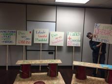 Pancartas para la Manifestación de activistas LGBTI y líderes religiosos